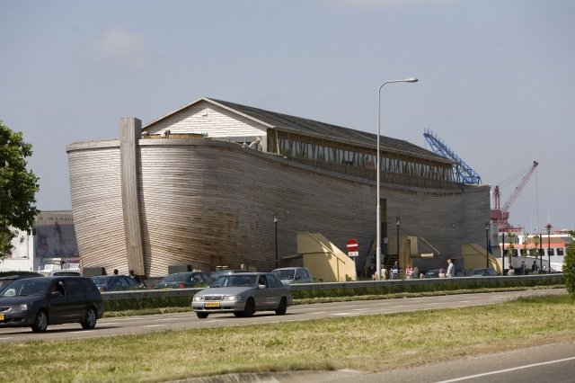 荷蘭商人惠博斯(Johan Huibers)依據《聖經》的記載,打造等比例的諾亞方舟。這艘船準備駛向以色列。(Michel Porro/Getty Images)