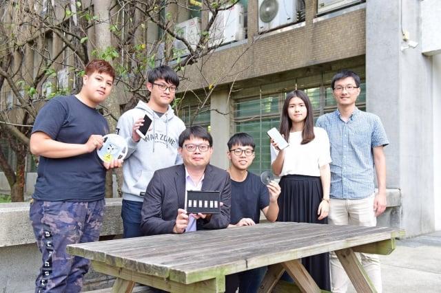 中原大學電子系師生發揮專業知識與能力,為台灣電子產業關鍵零組件自主而努力。(左三為陳世綸教授)