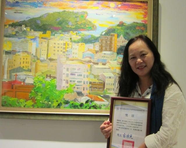 西畫類社會組第一名由蔡錦妹的油畫作品「美麗高雄」獲得。