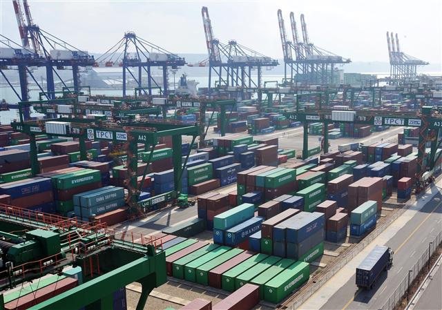 根據經濟部統計處「出口結構國際比較」專題分析,台灣第一大出口市場為中國大陸及香港。(Getty Images)