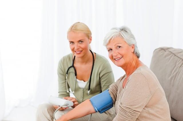 高血壓前期患者平時自我監控血壓,定期量血壓,改變生活習慣是最重要。(123RF)