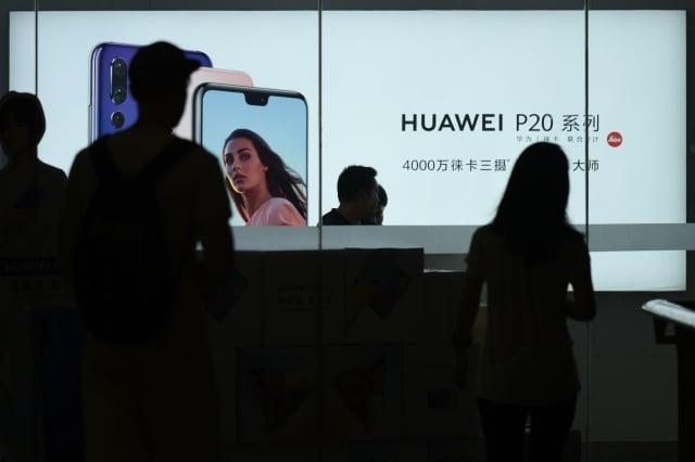 華為副董事長孟晚舟加拿大被捕後,不少大陸公司和商會給予補貼,要求員工購買華為手機。(Getty Images)