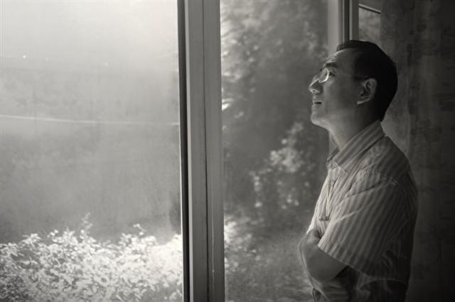 一封藏在萬聖節裝飾品套裝中的匿名求救信,將中國瀋陽馬三家勞教所的奴工迫害置於國際媒體的聚光燈之下。寫這封信的法輪功修煉者孫毅——馬三家遭受酷刑迫害最嚴重的人之一,於近期逃離中國。圖為孫毅在北京的留影。(孫毅提供)