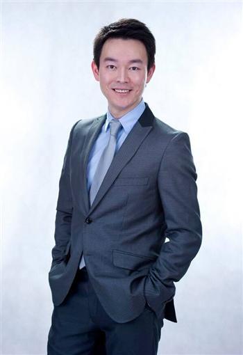 著名影視演員﹑新唐人節目主持人姜光宇,攝於2012年。(姜光宇提供)