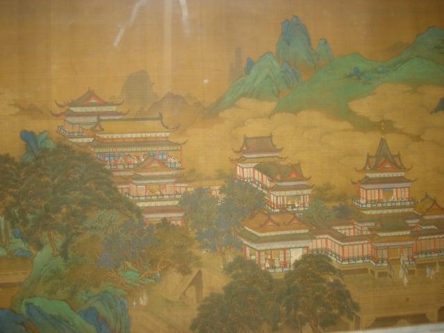 西王母居崑崙之間,有城千里,玉樓十二。據說西王母居住在一個用美玉雕琢而成的晶瑩剔透的九重宮殿裡,宮殿外有蜿蜒一千米的金色城牆。(維基百科)