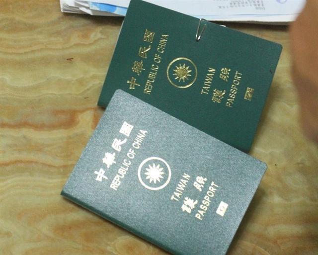 牙醫師林子盟表示,他日前在德國法蘭克福機場時,持中華民國護照被引導至自動通關口,前後只花25秒鐘通關。(中央社檔案照片)