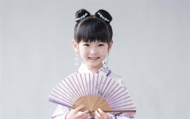 漢服、梳雙髻的小女孩。(陳柏州/大紀元)