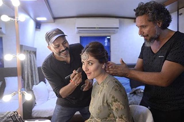 喬爾吉歐(右)為寶萊塢超級巨星卡琳娜·卡浦爾(Kareena Kapoor)做髮型。(Gabriel Georgiou/Twitter)