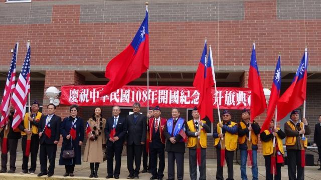 駐美代表高碩泰(左6)表示,台美現在是斷交至今40年來的最佳狀態,展望2019年台美關係,他充滿勇氣與信心。(中央社)