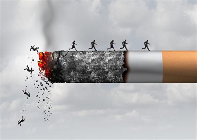 明明因為吸菸身體已經垮了,但老菸民王同仍然戒不了菸。示意圖。(Shutterstock)