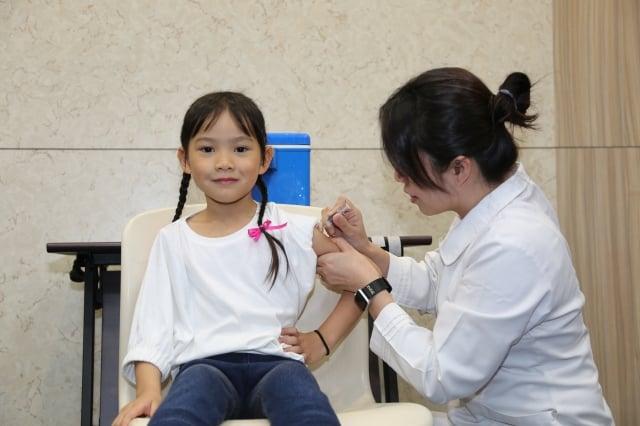 衛福部疾管署1月8日宣布,流感進入流行期,預計過年那週達到高峰,呼籲民眾接種疫苗,提升自我保護。(疾管署提供)