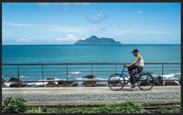 2018年東北角攝影比賽佳作龜山島特別獎:朱陳柏青「在宜蘭的100種生活」(交通部觀光局提供)
