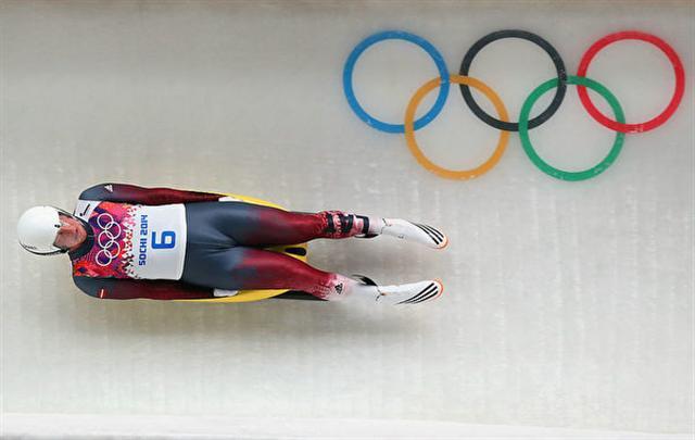 2014年2月8日,索契冬奧會開賽,馬汀斯‧魯貝尼斯在男子單人無舵雪橇的比賽中。(Alex Livesey/Getty Images)