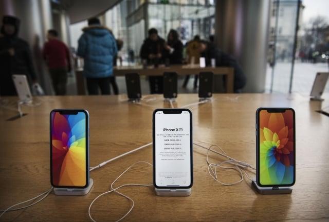 據陸媒報導,蘋果為了刺激中低端消費者的需求,iPhone在中國全面降價,其中以iPhone XR的機型砍最多。(Getty Images提供)