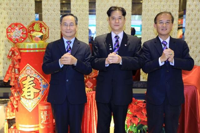 新任理事長陳明燦(中)監事長黃國書(右)秘書長李添桔(左)