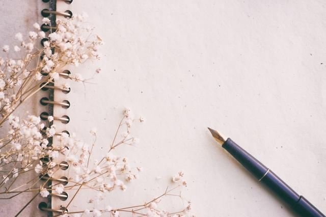 經過了這麼多年,生活再怎麼起伏興落,我心中始終熨貼著一個十四歲女孩熱切的眼神,還有她的夢,是我繼續寫下去的動力。(shutterstock)