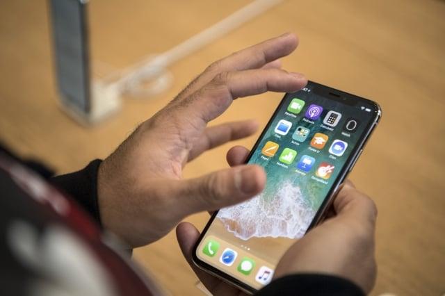 有中國網友發現,手機內的流氓軟體會讓手機很快就沒電,圖為示意圖。(Getty Images)