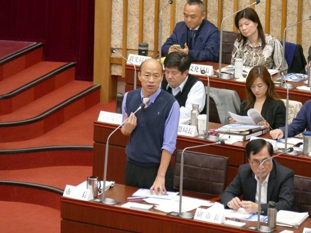 高雄市長韓國瑜首度議會備詢,體驗在野黨「震撼教育」。 (高雄市議會提供)