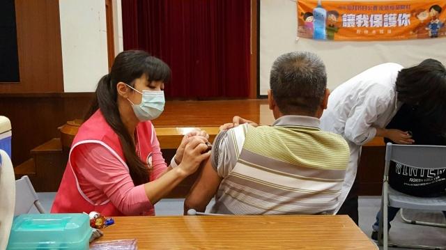 桃園市衛生局呼籲,民眾應盡早接種流感疫苗。(桃園市衛生局提供)