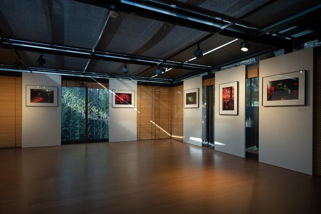 台北徠卡之家藝廊,目前正展出馬格蘭攝影師Patrick-Zachmann的作品。(徠卡提供)