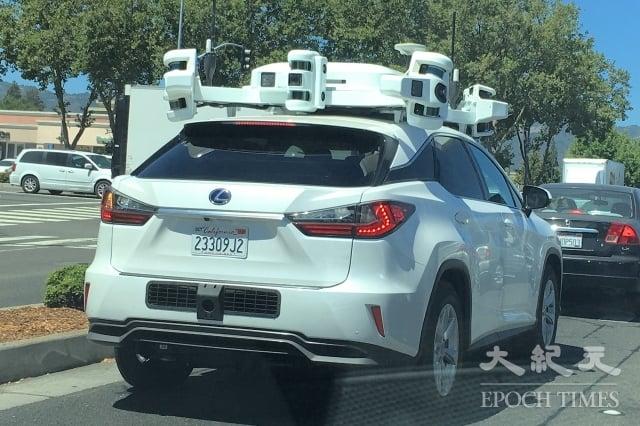 圖為正在矽谷桑尼維爾行駛的蘋果公司自駕車。(記者曹景哲/攝影)