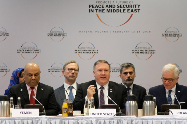 美國國務卿蓬佩奧(前中)2月14日在波蘭的會議上呼籲建立一個中東合作的新時代。(Getty Images)
