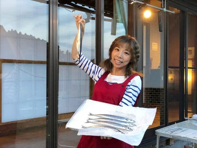 上田太太馬不停蹄地造訪日本各地景點,玩遍日本47個縣市,從早到晚行程滿檔,泡溫泉、享美食、說故事,把玩樂當成工作。