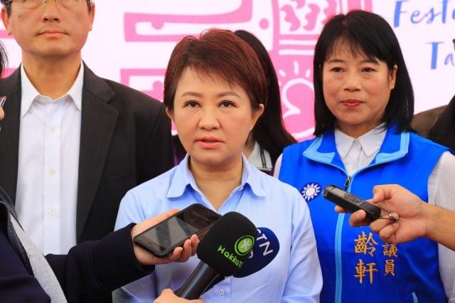 台中市長盧秀燕17日受訪時怒批:「這校辦的是什麼教育!」(台中市政府提供)