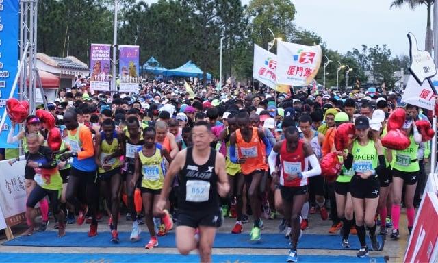 來自19個國家和地區的近8千名選手從金門大學出發。