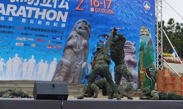 海龍蛙兵帥氣的戰技操演。