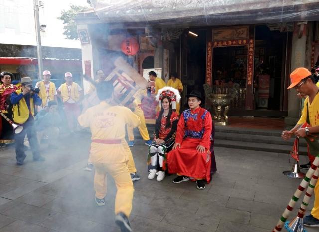 「爆尪靖新娘」是利澤地區元宵節一項民俗活動。(五結鄉公所提供)
