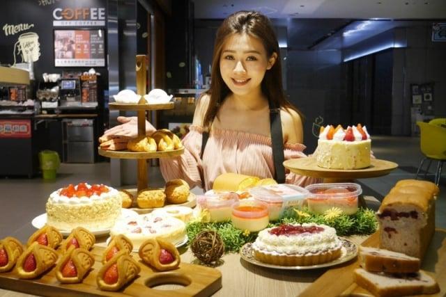 全聯推出15款網美系夢幻草莓甜點。(全聯提供)