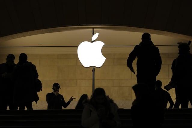蘋果公司為了因應iPhone銷量下滑的挑戰,近期罕見出現高層大換血的情況。圖為示意照。(Getty Images)
