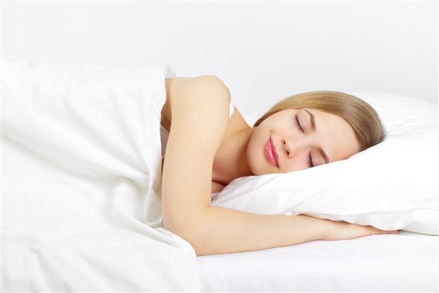 睡不著怎麼辦? 晶能量睡覺機讓我一覺到天亮。(123RF)