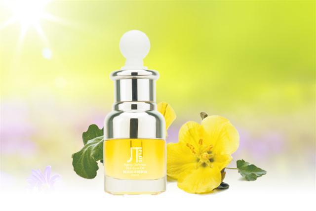 賦活金萃精油分子極小、好吸收,能補充與修護脂質,強化肌膚防禦力。(大紀元製圖)