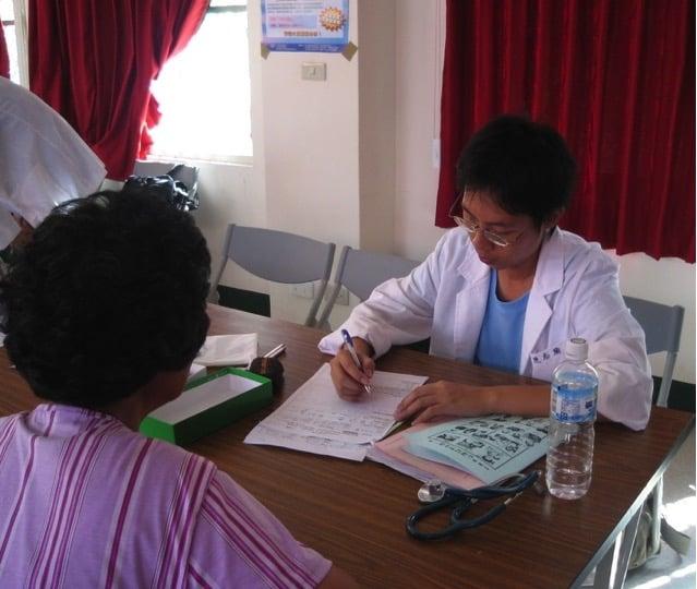 陳志瑜求學階段,熱心參與醫療服務團,關心偏鄉與勞工健康權議題。