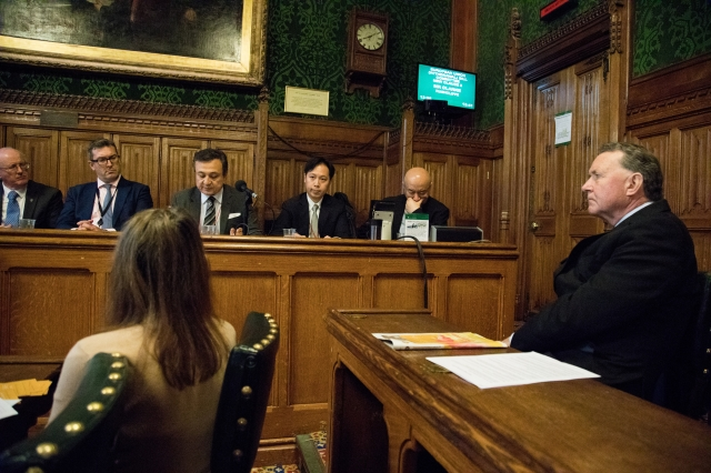 陳志瑜赴英國國會分享有關活摘器官與醫療倫理的人權議題。