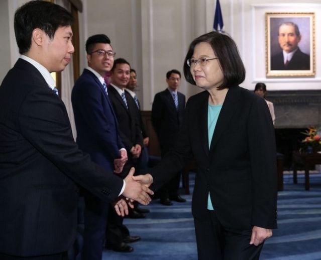 陳志瑜當選十大傑出青年,接受總統蔡英文晉見。(中央社提供)