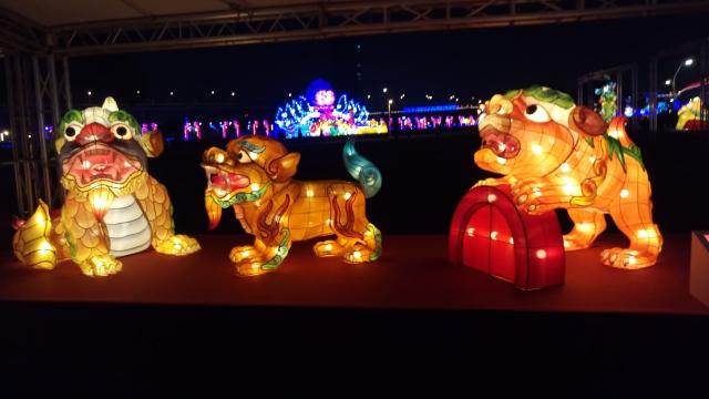 龍生九子:蚣蝮(左)、饕餮(中)、狴犴 (右)。(記者許基東/攝影)
