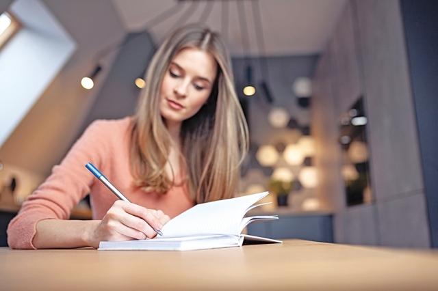 完稿之前,需要校對並修改,確保句子和段落有意義且讀起來順暢。(Fotolia)