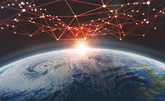 一間私人公司計畫投放一系列衛星,在太陽系內建立「星際網際網路」。圖為示意圖。(ShutterStock)