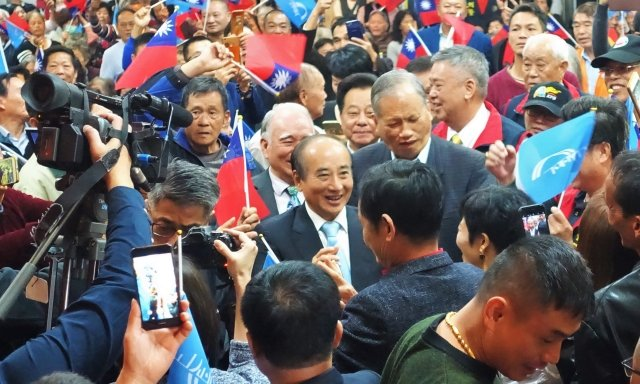 前立法院長、國民黨立委王金平一進場就造成轟動,「王總統」、「凍蒜」聲不絕於耳。