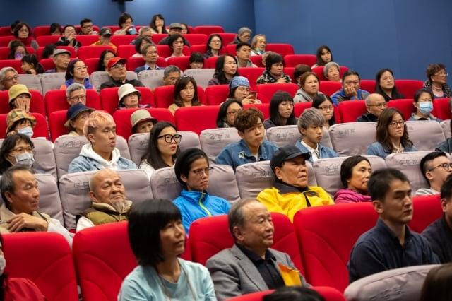 得到14項國際大獎《求救信》在台北試映盛況。(許基東提供)