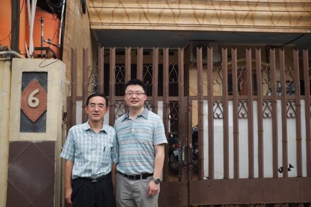 (右)導演李雲翔與(左)主角孫毅合影。(Flying Cloud Productions提供)