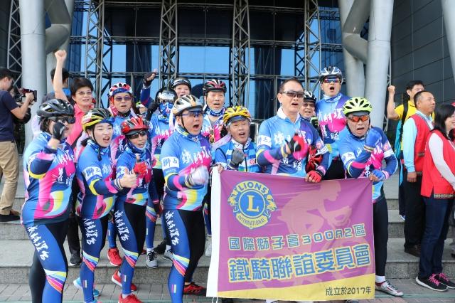 鐵騎聯誼委員會成員個個精力旺盛。