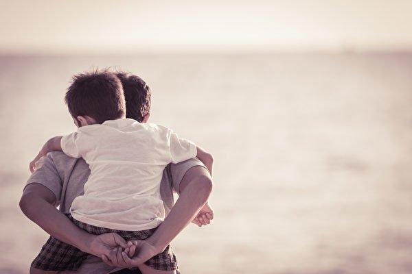 這可愛的嘮叨,不就是一生一世,永不止息的愛嗎?走過不同的世代,才知道原來每個世代都是浸潤在愛裡面。(Shutterstock)