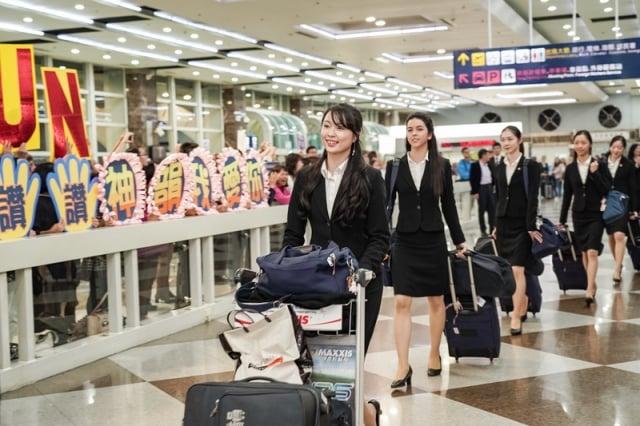 2019年4月1日晚上,神韻世界藝術團抵達台灣高雄小港國際機場,受到粉絲熱烈歡迎。