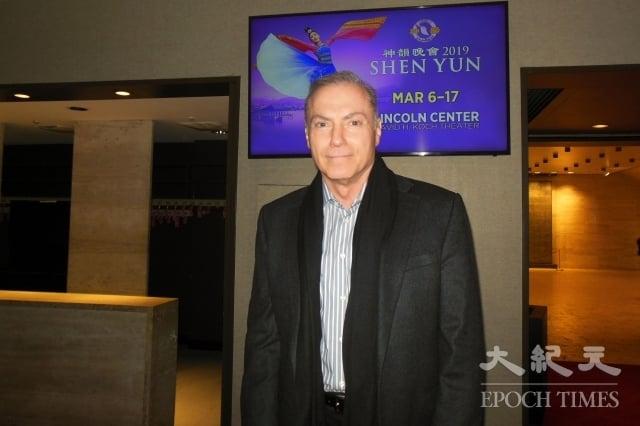 3月12日晚,美國知名影視演員Al Sapienza觀賞了神韻紐約藝術團在林肯中心大衛寇克劇院的演出。