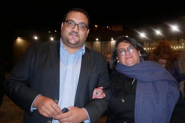 4月2日晚,法國建築公司業務總監Jamil Tadili攜母親Lora Tadili於普羅旺斯大劇院觀看神韻演出。(記者張妮/攝影)