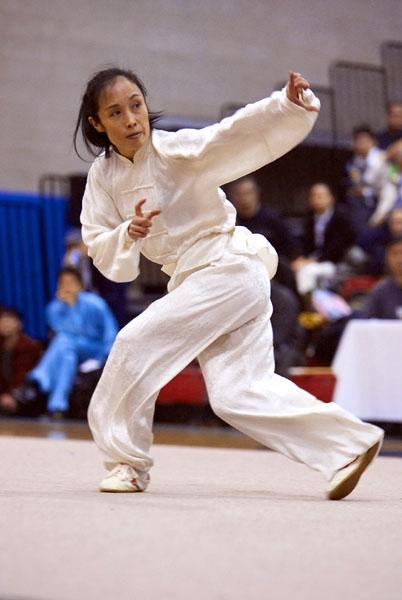 第二屆女子拳術組金獎得主宋瑩來自紐約,演示通背拳。 (攝影/曾介宏、新唐人電視台提供)